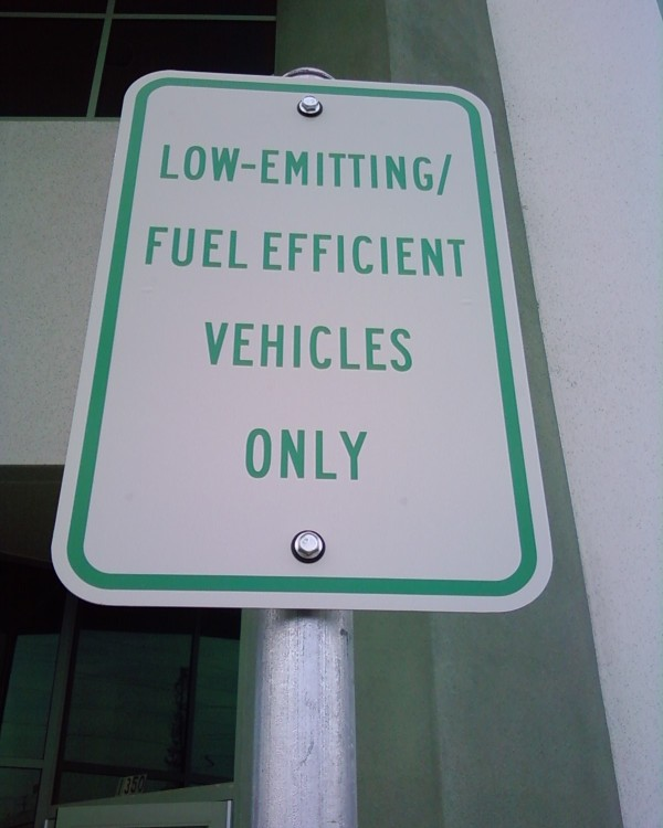 Low-emitting vehicles sign