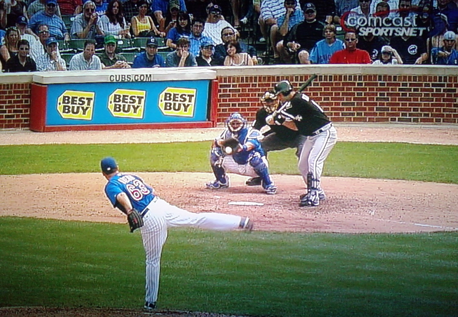 Konerko looks at a strike