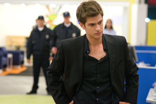 Andrew Garfield as Eduardo Saverin